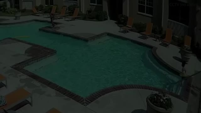 10-year-old girl jumps into pool to rescue 3-year-old sister