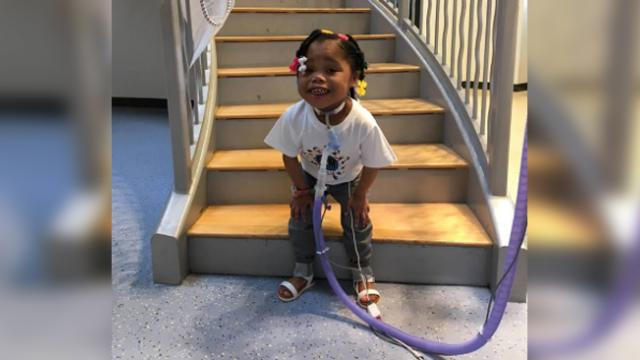 Age 4 girl who has spent entire life in hospital finally goes home for Christmas