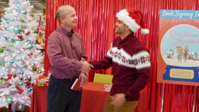 Paying It Forward to Strangers While Christmas Shopping - Random Acts