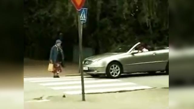 Rude young driver honks at slow moving grandma, now watch her get sweet revenge