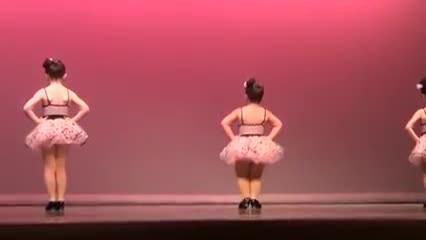 3 Tiny Dancers Stand Facing Wall, But When They Turn Around Everyone Loses It With Laughter