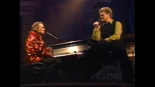 Jerry Lee Lewis shocks fans with unexpected 'old rugged cross' performance