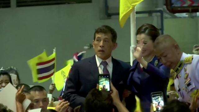 Thai protesters call for removal of prime minister