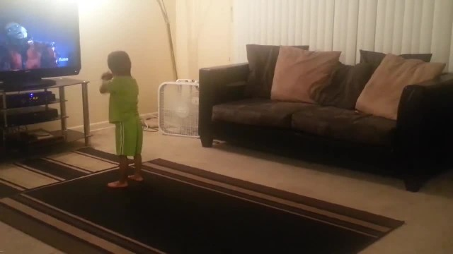 """He had no idea she was recording, but this kid's """"Thriller"""" dance is so on point you won't believe i"""