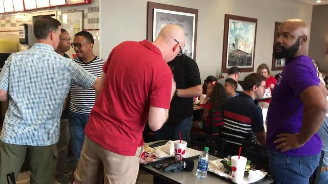 4 Guys Stand Up And Start Gospel Flash Mob At Chick-Fil-A