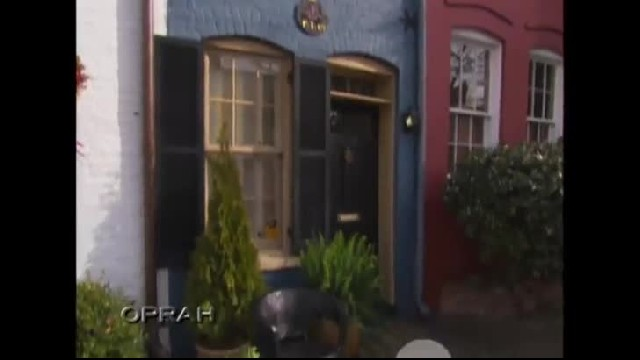 Neighbors keep using man's narrow alley so he builds a tiny blue house there as revenge