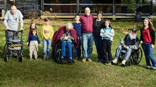 Family of eight takes in three disabled veterans