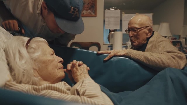 105-yr-old visits wife on 80th anniversary, says 7 words that break grandson's heart